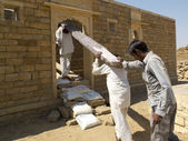 Indian carpenters are transporting a heavy beam. — Stock Photo