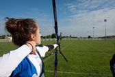Unga kvinnliga archer. — Stockfoto