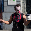 Clown looking at a small lavatory pan in the street. — Lizenzfreies Foto