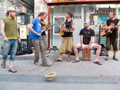 Musicians playing in the street. — Stock Photo