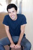 Retrato de un joven estudiante masculino guapo — Foto de Stock