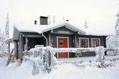 Zimní káva dům v lese poblíž ruka, finsko — Stock fotografie