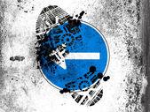 Linker verkeersbord geschilderd op whiteboard met vuile voetafdruk op het — Stockfoto