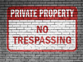 No trespassing sign painted on — Stock Photo