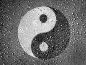 The Ying Yang sign painted on metal surface covered with rain drops — Stock Photo