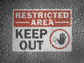 :Restricted area sign painted on metal surface covered with rain drops — Stock Photo