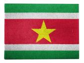 флаг суринама окрашены на картонной коробке — Стоковое фото