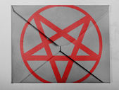 Pentagram symbol painted on painted on grey envelope — Stock Photo