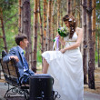 Groom and Bride in a park — Stock Photo