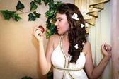 Bride in wedding dress — Zdjęcie stockowe