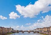 Florence, eski bir köprü ile panorama — Stok fotoğraf