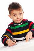 Chłopiec rysuje znacznik na papierze — Zdjęcie stockowe