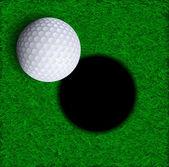Piłeczki do golfa w pobliżu otworu — Wektor stockowy