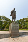 Monument to Vladimir Lenin in Hanoi, Vietnam — Stock Photo