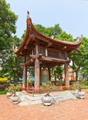 Bell tower in Temple of Literature (circa 1070). Hanoi, Vietnam — Stock Photo