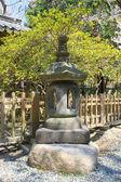 Japoński tradycyjny kamienny latarniowy wielkiego buddy rozciągacz — Zdjęcie stockowe