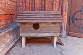 Houten kat kennel in riga, Letland — Stockfoto