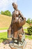 Sculpture of farm woman  — Stock Photo