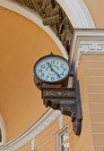Street clock (1905) on General Staff  in Saint Petersburg, Russi — Stock Photo