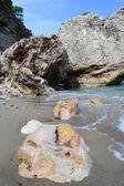 Mar e as enormes pedras — Foto Stock