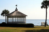 Gazebo against the coast — Stock Photo