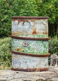 古いさびた燃料バレル. — ストック写真