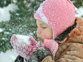 The child in warm clothes outdoors — Foto Stock