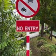 Warning signs prohibiting vehicle access. — Stock Photo