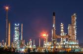 Petrol rafinerisi, twilight. — Stok fotoğraf