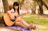 Girl and the guitar — Foto Stock