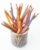 Birçok pastel boya kalemi, düzensiz bir kova — Stok fotoğraf