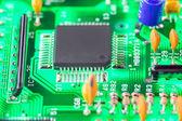 Microprocessore e altri componenti elettronici montati su madre — Foto Stock