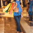 Young girl dressed in fashion goes shopping — Stock Photo