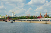 View of Moscow Kremlin from Moscow river — Stock Photo