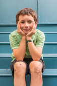 Child with scrapped knees — Stock Photo