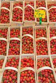 Strawberry baskets at local market, Berlin, Germany — Stock Photo