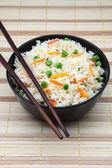 Bol de riz avec des légumes — Photo