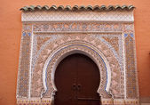 Door decorated in Arabic style (Marrakech) — 图库照片