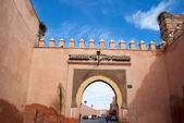 Old city wall with gate in Marrakech — Stock Photo