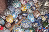 The typical colored pottery on the souk in Marrakech — Stock Photo