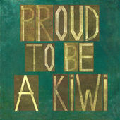 "Earthy background image and design element depicting the words ""Proud to be a Kiwi"" — Stock Photo"