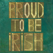 "Earthy background image and design element depicting the words ""Proud to be Irish"" — Stock Photo"