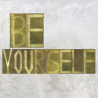 "Earthy background image and design element depicting the words ""Be yourself"" — Foto Stock"