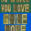 "Words ""Do what you love, Smile more"" — Stock Photo"