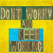 """Woorden """"maak je geen zorgen en blijven werken"""" — Stockfoto"""