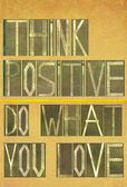 "Words ""Think positive Do what you love"" — 图库照片"