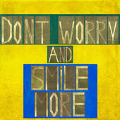 """Kelime """"endişelenmeyin ve daha gülümseme"""" — Stok fotoğraf"""
