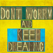 "Words ""Don't worry and keep dreaming"" — Stock Photo"