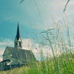 Picturesque old church in alpine landscape — Stockfoto #9826768