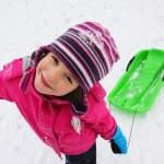 barn kul i snön — Stockfoto